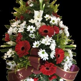 Coixí de flors amb color vermell i blanc