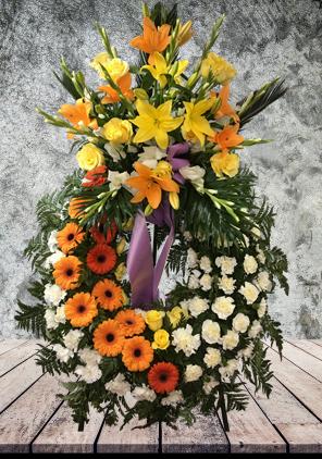 Corona funeraria amb flors de tons càlids
