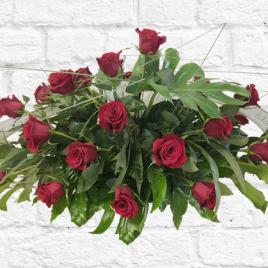 Coixí de flors amb 48 roses vermelles