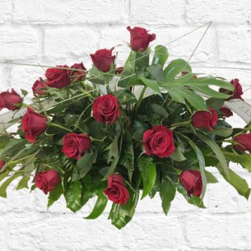 Coixí de flors amb 24 roses vermelles